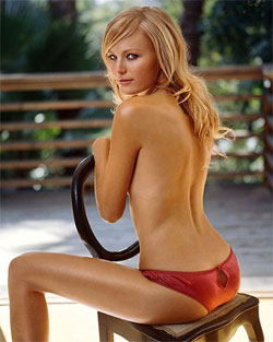 Malin Akerman is shirtless, like in Watchmen