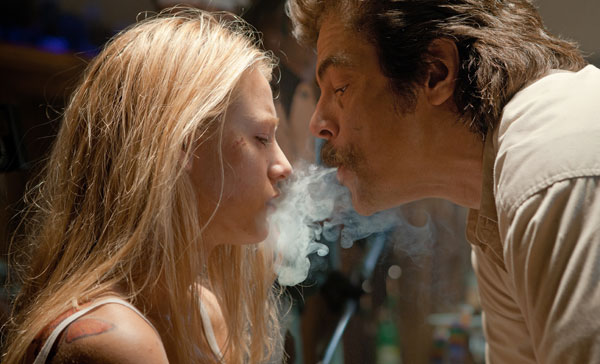 Blake Lively and Benicio Del Toro in Savages