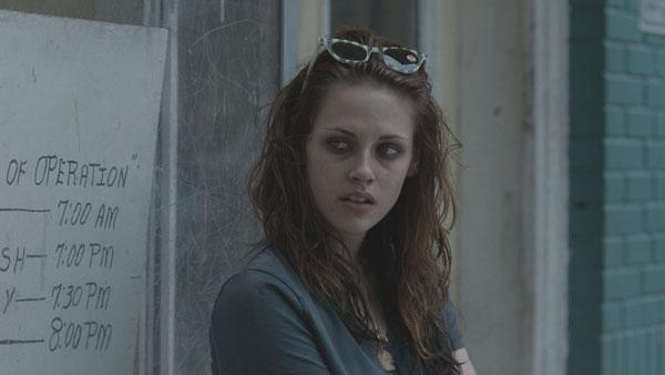 Kristen Stewart looks like a vampire